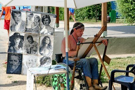 Портрет может стать хорошей памятью об отдыхе в Венгрии
