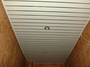 Обшивка потолка: пластиковые панели