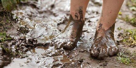 ноги в грязи