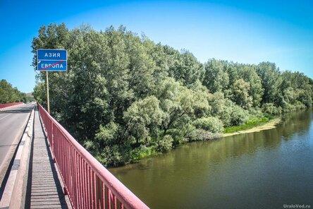 Знак Европа - Азия в селе Кизильском, Челябинская область
