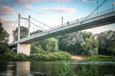 Обелиск Европа - Азия на мосту через Урал в городе Оренбурге