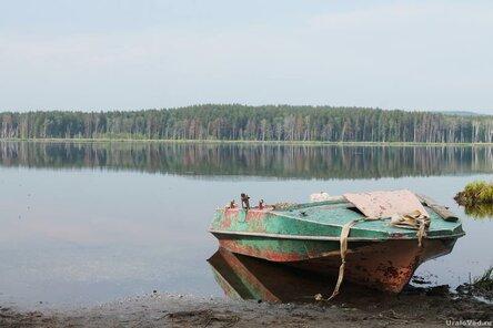 Катер на озере Сысертском